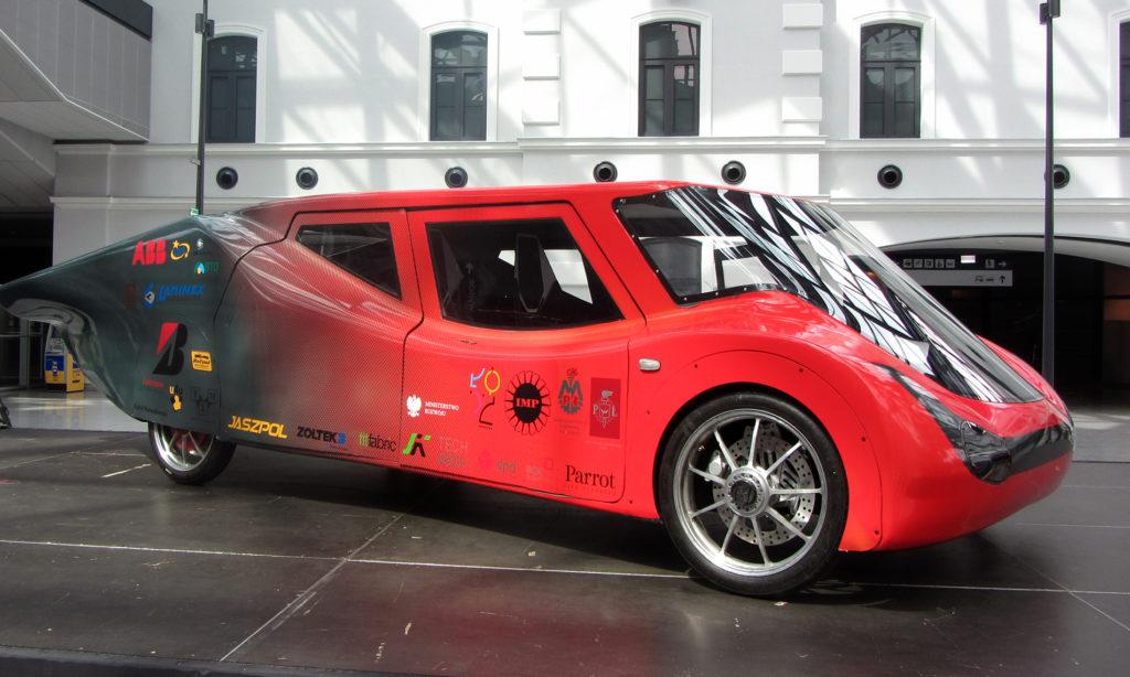 """Solarny pojazd """"EagleTwo"""" wspierany przez ABB"""