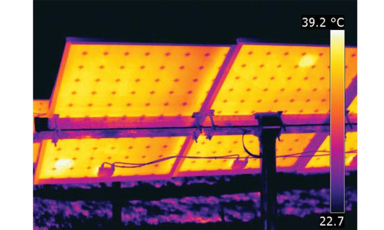 Kamery termowizyjne: szybki i niezawodny sposób testowania paneli słonecznych