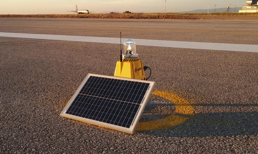 Polski system oświetlenia lotnisk zasilany fotowoltaiką
