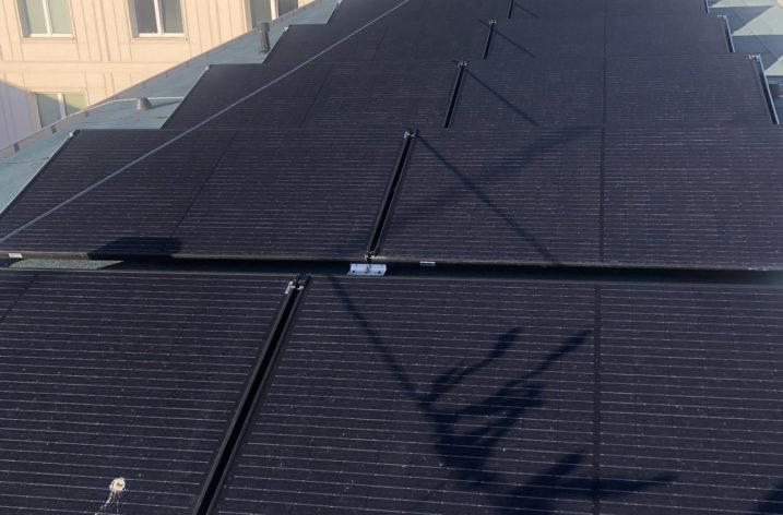 Instalacja fotowoltaiczna na dachu Ministerstwa Rozwoju już działa