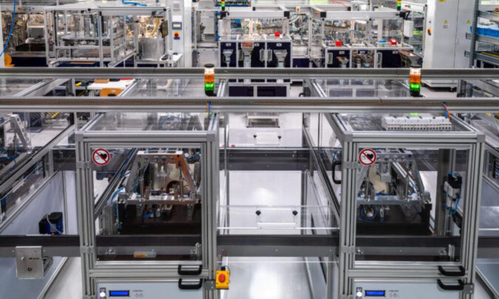Automatyczna linia montażowa nowych wyłączników różnicowoprądowych  EFI-P firmy ETI