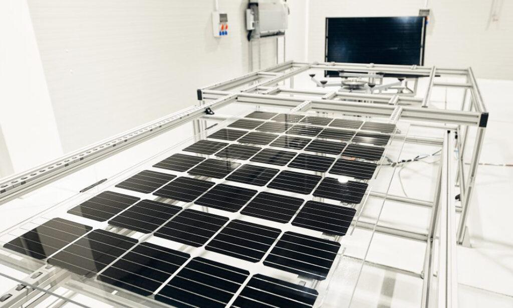Grupa UNIMOT uruchomiła linię produkcyjną polskich modułów fotowoltaicznych