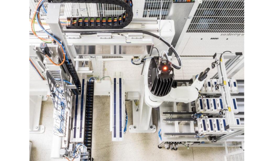 Prototypy modułów wykonane z ogniw w formie gontów matrycowych
